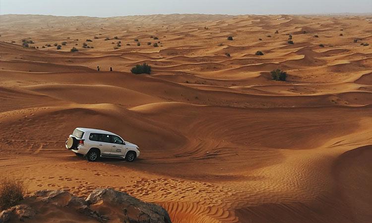 dubai desert car